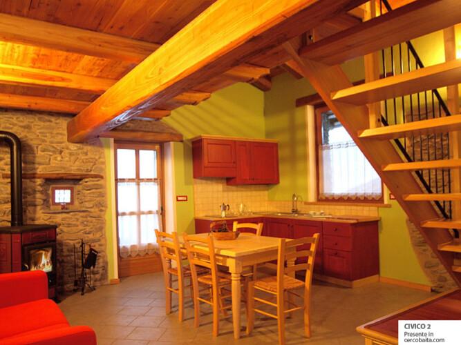 soggiorno cucina affitto appartamento montagna in baita