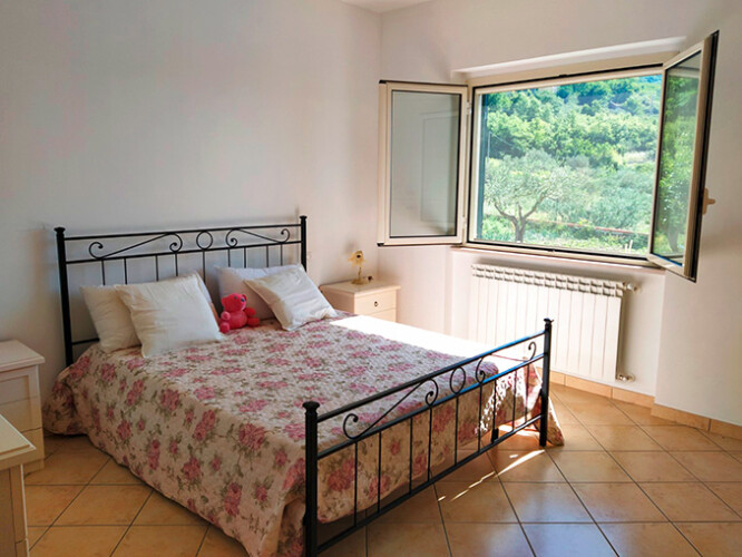 Guardiabruna camera da letto