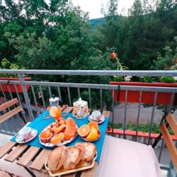 Guardiabruna colazione balcone