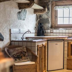 cucina baita Adamello in affitto