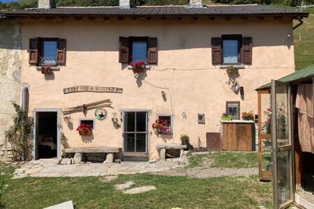 esterno baita affitto Lombardia